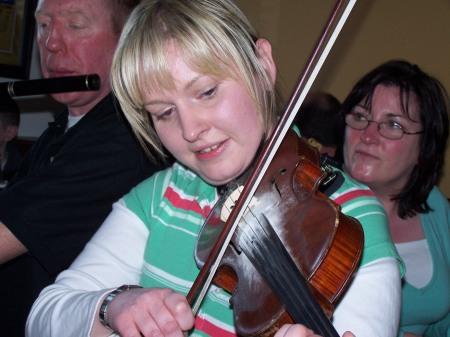 Sinéad Ni Cheallaigh faoi lán seoil